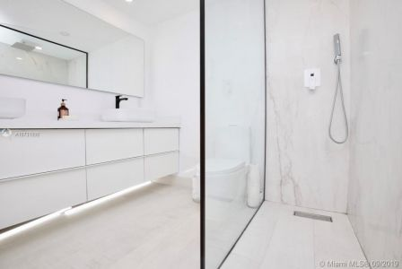 10185 Collins Ave #1221 photo020