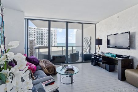 2201 Collins Ave #811 photo02
