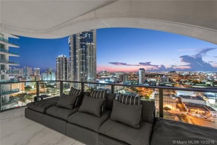 1000 Biscayne Blvd #2401 photo010
