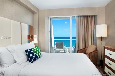 551 N Fort Lauderdale Beach Blvd #R1801 photo09