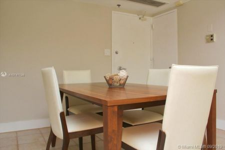 5151 Collins Ave #427 photo08