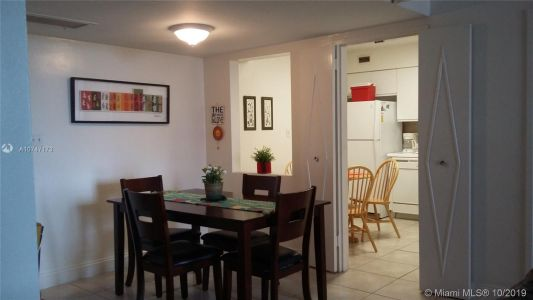5161 Collins Ave #510 photo02