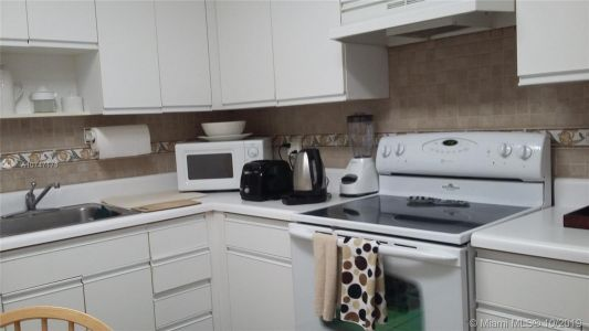 5161 Collins Ave #510 photo05