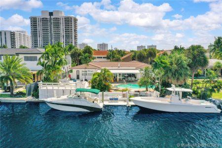 Golden Isles - 460 Holiday Dr, Hallandale Beach, FL 33009
