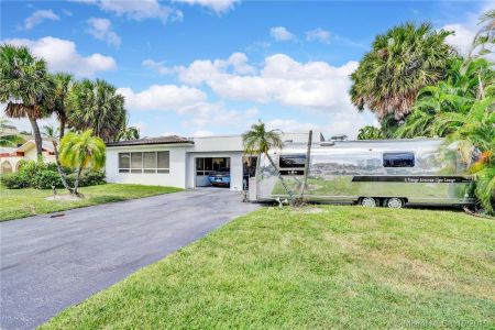 460 Holiday Dr photo012