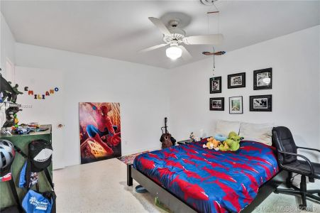 460 Holiday Dr photo016