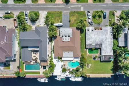 460 Holiday Dr photo02