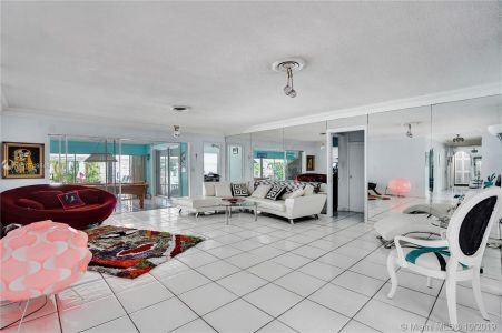 460 Holiday Dr photo030