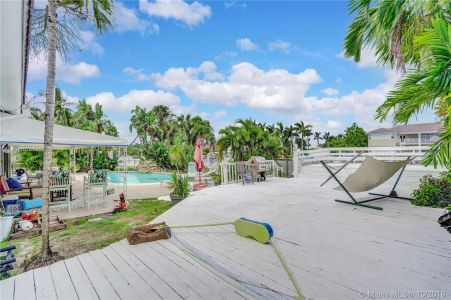 460 Holiday Dr photo032