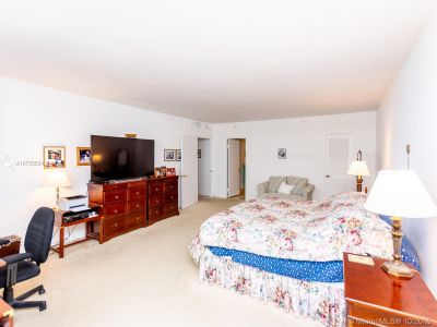 10205 Collins Ave #708 photo046