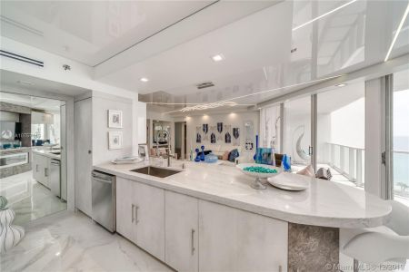 16485 Collins Ave #938 photo010