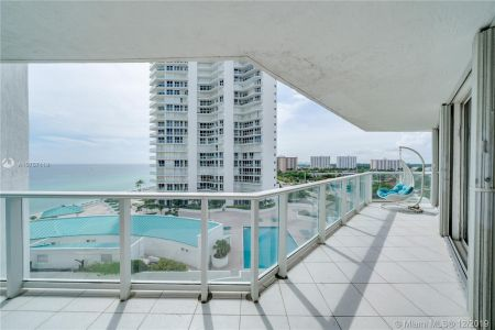 16485 Collins Ave #938 photo048