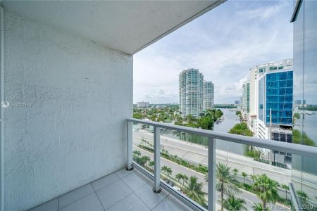 16485 Collins Ave #938 photo051