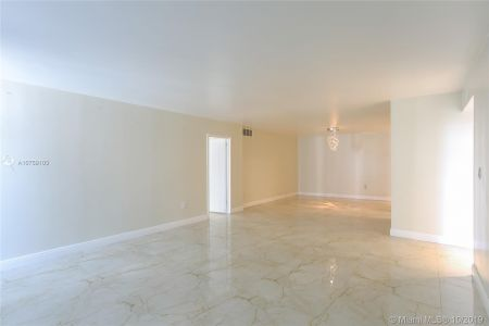 5701 Collins Ave #315 photo07