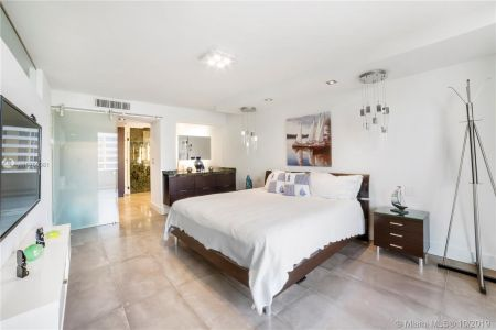 5555 Collins Ave #14W photo09