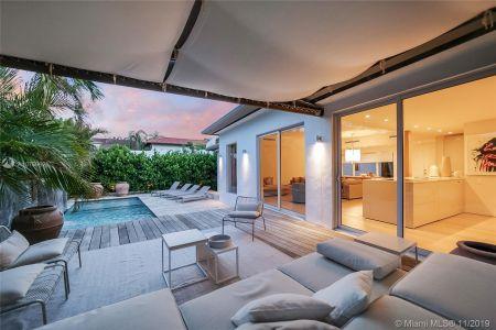 Nautilus - 4235 N Bay Rd, Miami Beach, FL 33140
