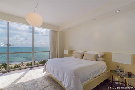 17749 Collins Ave #501 photo01
