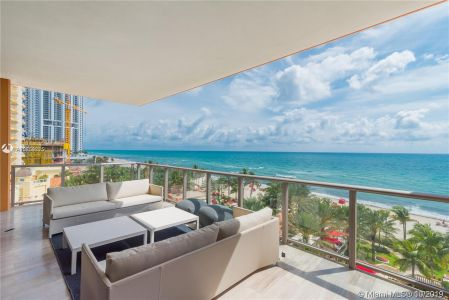 17749 Collins Ave #501 photo023