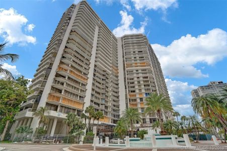 Hamptons West #709 - 20281 E Country Club Dr #709, Aventura, FL 33180
