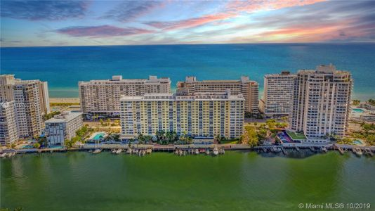 5600 Collins Ave #10R photo01