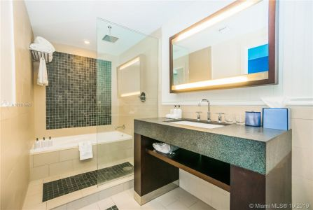 17315 Collins Ave #1107 photo07