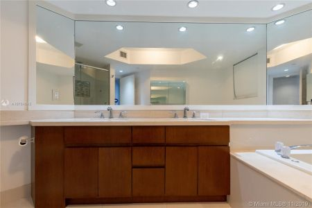 16485 Collins Ave #434 photo020