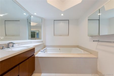 16485 Collins Ave #434 photo022