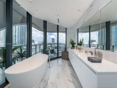 1000 Biscayne Blvd #1501 photo010