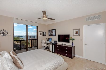 16275 Collins Ave #2304 photo017