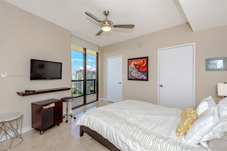 16275 Collins Ave #2304 photo023