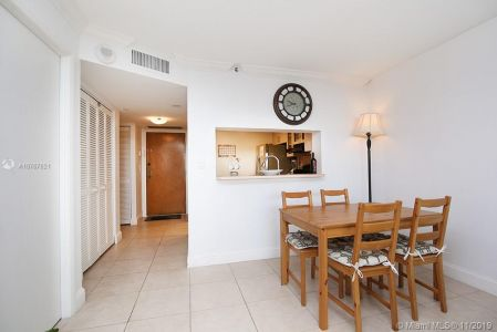 2555 Collins Ave #1410 photo03