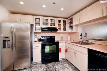 2555 Collins Ave #1410 photo07