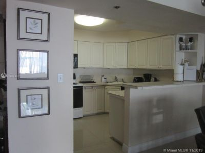 5225 Collins Ave #1518 photo03