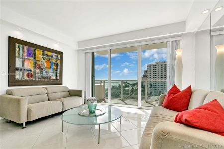 5333 Collins Ave #702 photo01