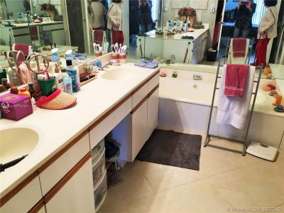 3600 Mystic Pointe Dr #1614 photo010