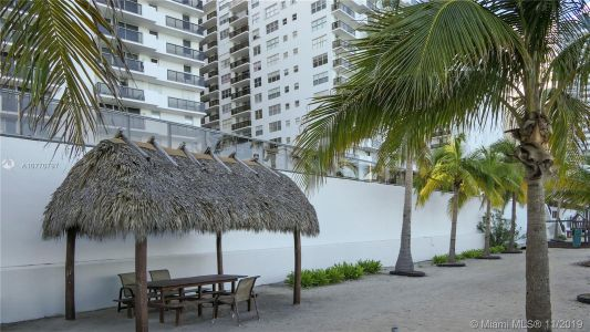 6039 Collins Ave #1407 photo08