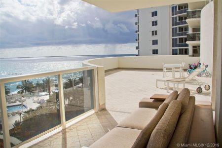 19111 Collins Ave #504 photo01