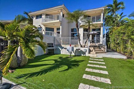 North Miami Beach - 3842 NE 166th St, North Miami Beach, FL 33160