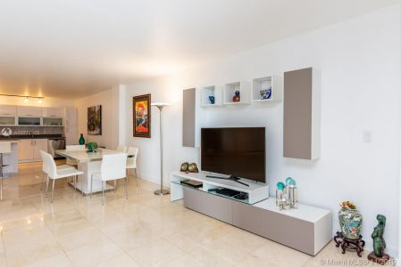 8777 Collins Ave #511 photo06