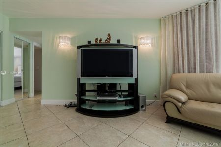 16425 Collins Ave #318 photo018