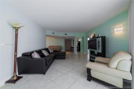 16425 Collins Ave #318 photo045
