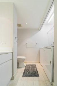 16425 Collins Ave #318 photo06