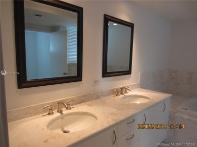 1331 Brickell Bay Dr #502 photo09