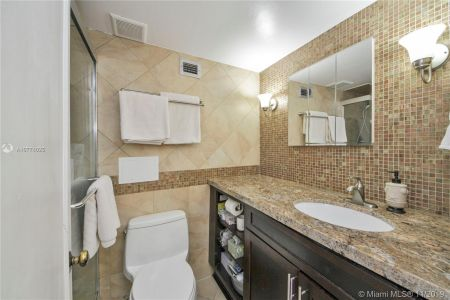 6039 Collins Ave #1136 photo06
