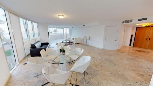 17555 Collins Ave #208 photo010