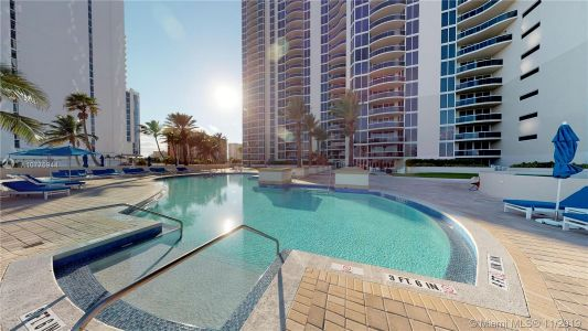 17555 Collins Ave #208 photo08