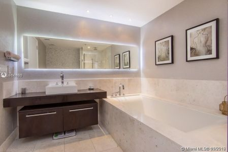 17121 Collins Ave #1503 photo06