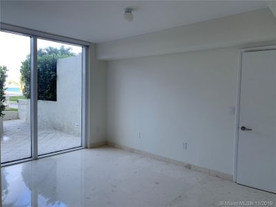 19111 Collins Ave #103 photo03