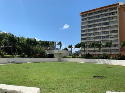 19111 Collins Ave #103 photo08