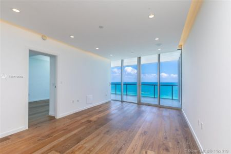 17121 Collins Ave #1507 photo020